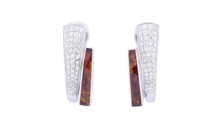 Palm earring, moire